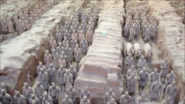 Xian et l 39 arm e des soldats en terre cuite chine on vimeo - Daubiere en terre cuite ...