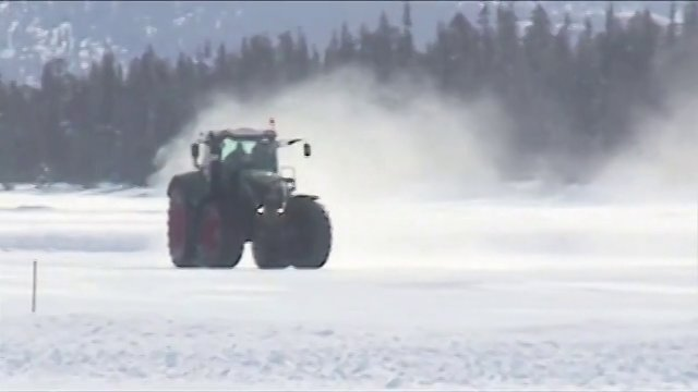 Un Fendt sur la glace, un New Holland sur une piste artificiellement arrose, un Fastrac JCB  plus de 60 km/h, ...., des vidos existent pour prouver l&#39;efficacit de l&#39;ABS. Pourtant,  la diffrence de l&#39;Allemagne, cette option reste boude en France. Une question de prix ? ... PowerBoost vous apporte des rponses. Jean-Paul Hbrard vous fait aussi dcouvrir les nouveaux tracteurs Versatile 260, 290 et 310 ch. Puis, PowerBoost fait un focus sur une rglementation qui, une fois n&#39;est pas coutume, va dans le sens de plus de souplesse ! On fera un gros plan sur les rsultats du groupe Exel Industrie (Caruelle, Agrifac,...) et sur les prvisions de la moisson 2013 qui laissent apparatre une baisse de la production de bl de 4 %. Ct 4 x 4, nous dcouvrirons avec 007 (Daniel Craig) le tout nouveau Range Rover Sport quip d&#39;un moteur de plus de 500 ch puis nous vous prsenterons une voiture quipe d&#39;une pile  combustible dlivrant plus de 400 ch. Nous dbattrons  sur l&#39;intrt (ou pas) de booster son tracteur avec Damien Chanrion (Sport System) et Eric Canteneur (Cuma 85). Vous cherchez un job ? PowerBoost a dnich des bons plans  plus de 50 0000 euros/an chez Kubota.  Enfin, comme chaque semaine, des nouveaux matriels (nouvel pandeur RollForce de Rolland,....). Prts pour 13 min de plaisir mcanique ? (dure : 12:30)