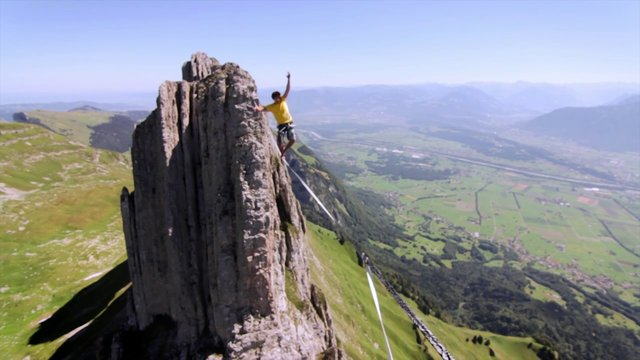Huge Slackline in Switzerland