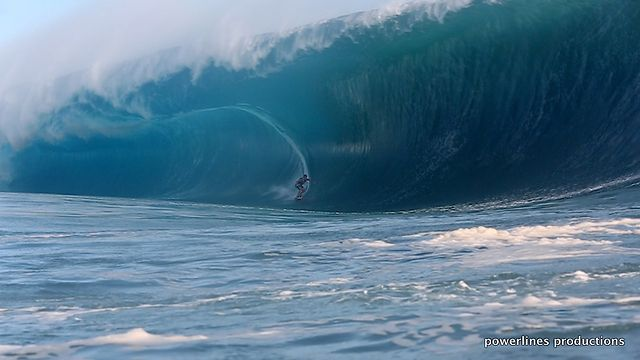 Teahupo&#039;o, Tahiti May 13th and 14th: Some raw clips from Powerlines Productions