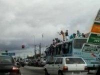Cinegrafista amador registrou flagrante de torcedores do Ceará Sporting sobre teto de ônibus, na avenida Washington Soares, a caminho do estádio Castelão,.