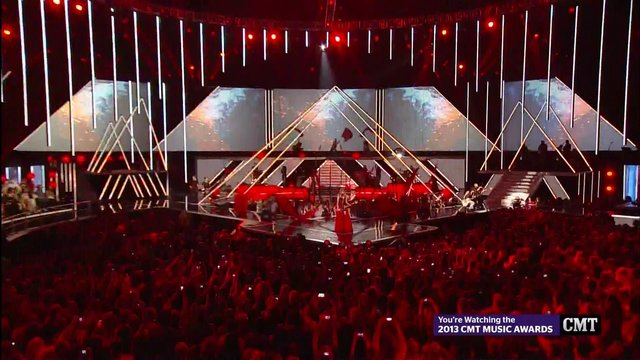 "2013 CMT Music Awards - Taylor Swift: ""RED"" [HD]"