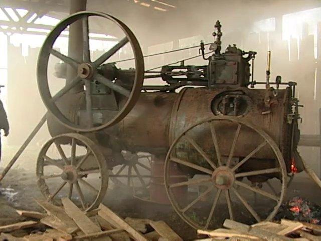 Los motores a vapor fueron fundamentales en lo que fue el trabajo maderero del sur de Chile. Muchos de estos equipos quedaron botados y sin uso después que el vapor dejó de ser el impulsor de motores. En Villarrica, Región de la Arauncanía existe un taller que los mantiene y repara, especialmente locomóviles.