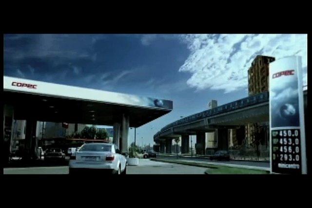 La ciudad asfixiante, con sus tacos y congestiones, tiene un punto de descanso para el conductor: una Estaci�n COPEC.