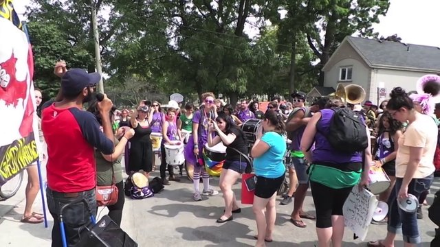 Grassy Narrows march on Kathleen Wynne's house