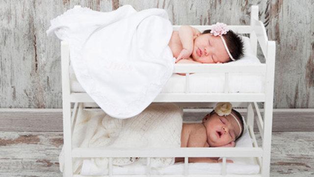 Os mostramos preciosos cuadros para la habitación del bebe personalizados con su nombre, realizados en telas, fieltros y abalorios. Elegantes y bonitos son perfectos para colgarlos al lado de su cuna, junto al cambiador, o en cualquier sitio que se te ocurra, en tonos .