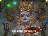 Invite peace and bliss and  let all your worries vanish by this melodious Simandhar Swami aarti along with a fascinating video that will let your chit remain captivated.