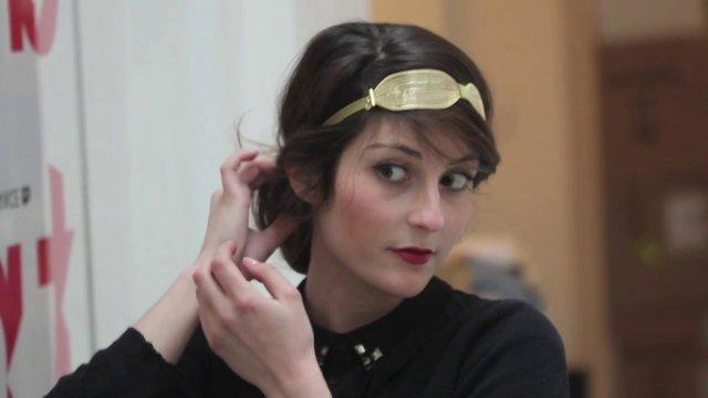 Tutoriel de coiffure avec un headband chignon romantique - Coiffure avec headband ...