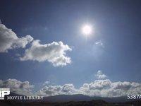 青空と雲 逆光 微速度撮影 太陽入り
