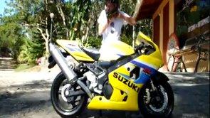 Image video Figure impressionnante en moto