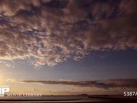 海辺の夕暮れ  微速度撮影 海に沈む夕日と雲の流れ