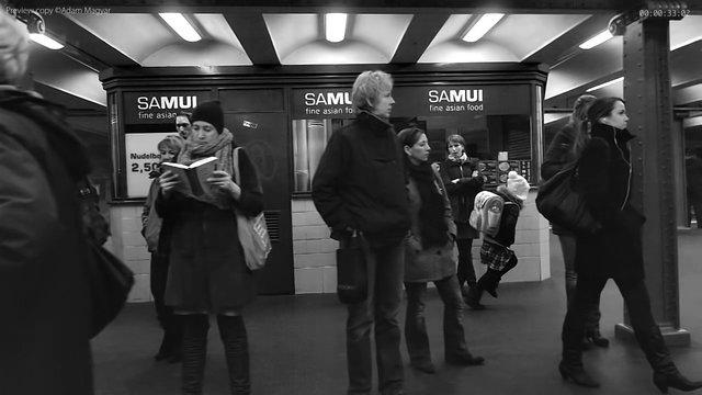 460212240 640 - Una hipnotica camara ultralenta en el metro