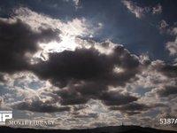 曇りの日の雲の流れ 微速度撮影 曇り空 逆光