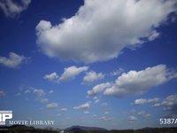 青空と雲の微速度撮影 地上風景あり 東向き 西の風