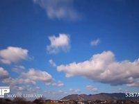 青空と雲の微速度撮影 地上風景あり  西向き 西の風 高速
