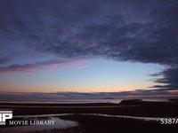 瀬戸内海の日没 微速度撮影 瀬戸内海の夕焼けです 雲が2層で交差するように流れています