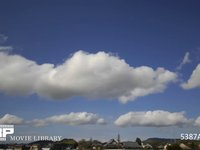 青空と雲の微速度撮影 地上風景あり  北向き 西の風