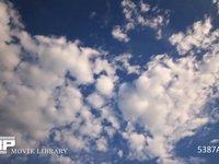 青空と雲の微速度撮影 鱗雲の流れ