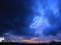 2層に流れる雲の夕焼け 微速度撮影 上層は西の風 下層は東の風