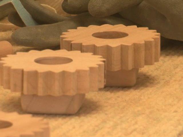 Hace ocho años en un pequeño departamento de Maipú se iniciaba una pequeña empresa dirigida por Catalina que fabricaba telares en maderas nativas chilenas. Cada pieza se hacía con extremo cuidado en sus detalles y terminaciones.