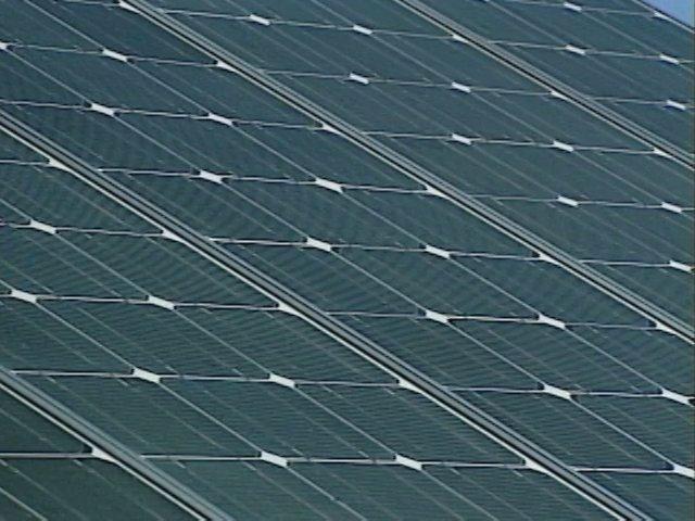 Aprovechando las nuevas tecnologías y posibilidades que nos ofrece la obtención de electricidad a través de las placas fotovoltaicas, se concretan en el país varias iniciativas que buscan introducir sistemas de aprovechamiento de esta energía renovable y de bajo costo en sistemas productivos agrícolas.