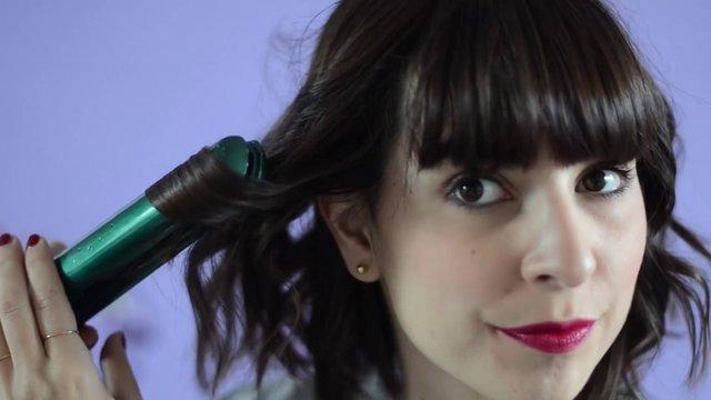 tuto coiffure boucles sur cheveux au carr on vimeo. Black Bedroom Furniture Sets. Home Design Ideas