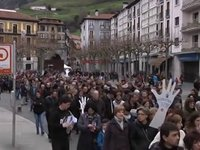 Osasun publikoaren aldeko manifestazio jendetsua Tolosan