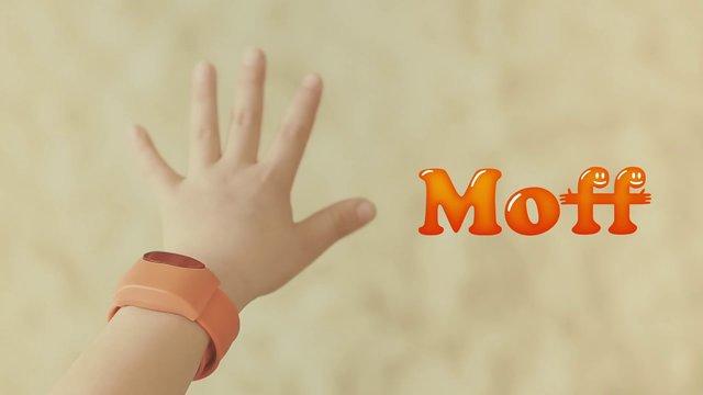 Moff - a wearable smart toy -