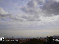 バルセロナの町と雲の流れ 微速度撮影 スペイン バルセロナ グエル公園よりバルセロナの町を望む