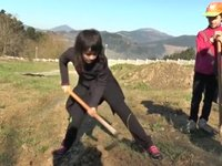 Olaberrian Baratza proiektua martxan zuhaitzak landatuz
