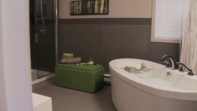 Salle de bain avant apr s on vimeo - Repeindre carrelage salle de bain avant apres ...