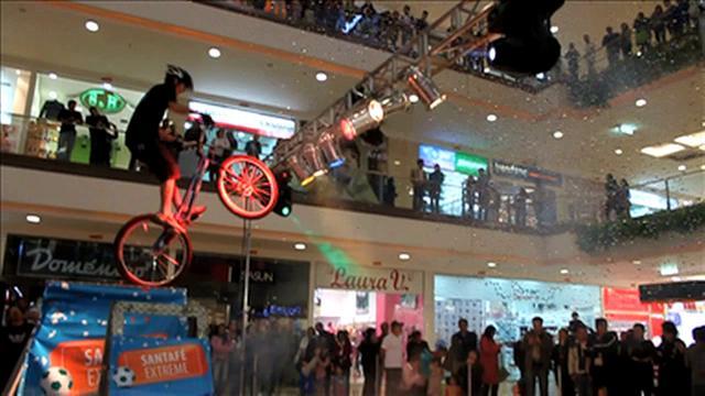 Show extremo de biketrial por Pacho Villegas