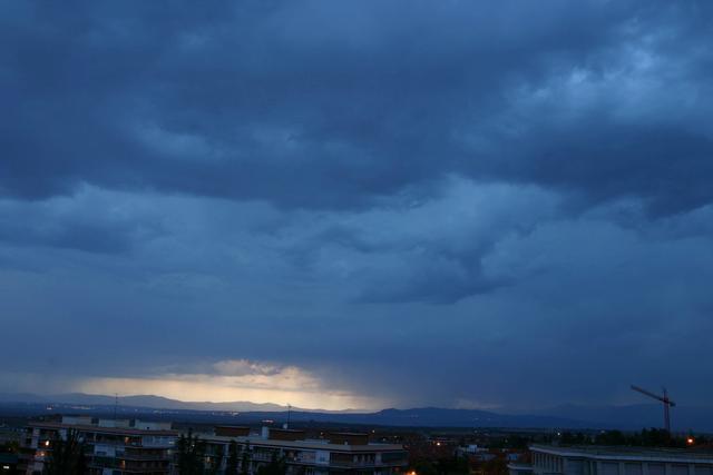 Timelapse: Cortinas de agua y rayos sobre Madrid
