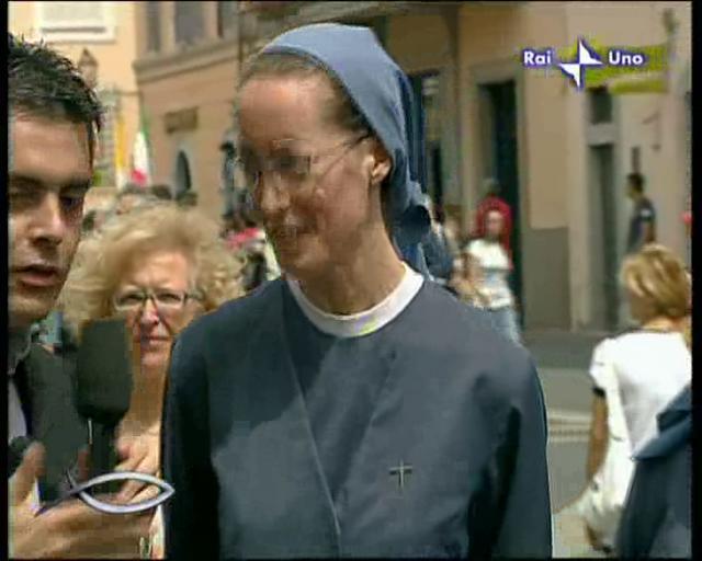 Angelus 05 - Intetrvista alle suore e al direttore del Centro Vaticano di Astronomia