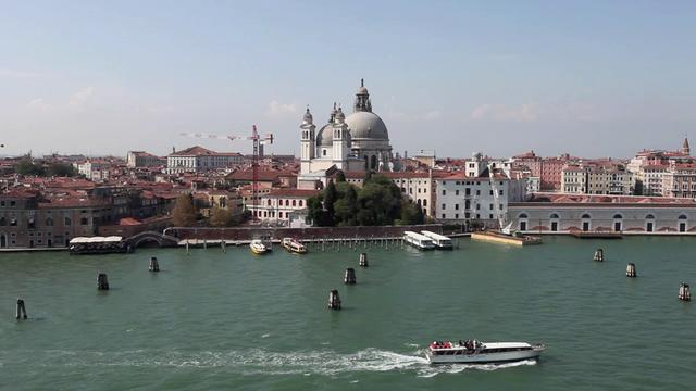 [Image: Low Fly of Venice Italy in HD]