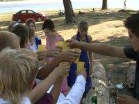 Шуточный свадебный клип. Развлечение для гостей и молодых на природе