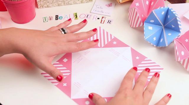 tuto origami cocotte en papier on vimeo. Black Bedroom Furniture Sets. Home Design Ideas
