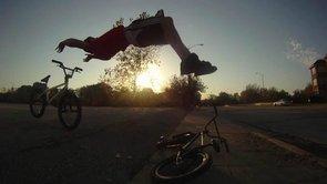 Triki na BMX-ie prezentuje Tim Knoll